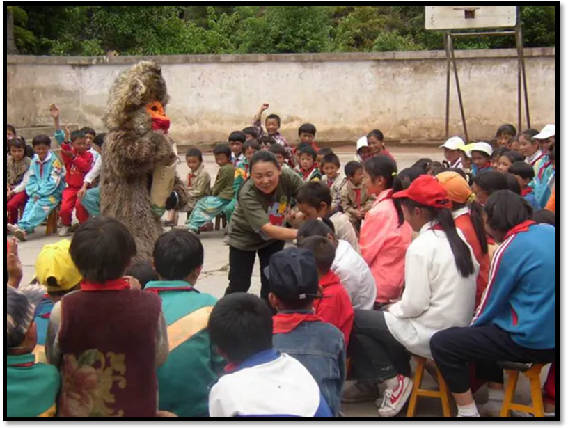 Figure 4: Photo of ANGELA CUN with local students. (Whitley Funds, 2016)